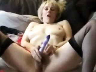 British Mature Milf wanks herself gone