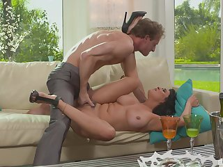 Curvy slut Charley Chase bounces say no to round ass on a dick