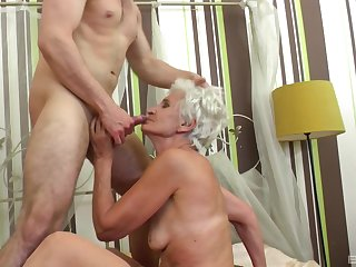Granny fits the man's huge dong all the similarly hither her cunt