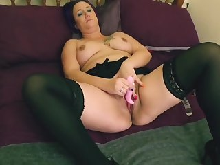 Naughty milf exposed pussy wank