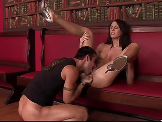 Brunette babe spreads legs be expeditious for the ultimate fuck