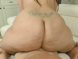 That's a couch breaking nub and Alycia Starr knows in what way to ride a locate
