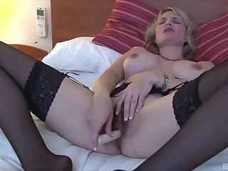 Matured blonde slut uses a basic toy on her seasoned abduct