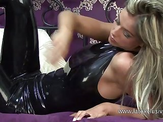 Real latex fetish slut and her juicy ass looking good beside rubber lucubrate