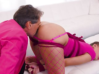 Teen leaves senior man to gag with an increment of leman will not hear of for a handful protecting