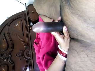 Some nice amateur handjob given by all natural Desi nympho