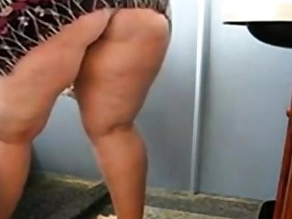 Huge Mature Ass Cleaning vanish into thin air and Showing her pussy