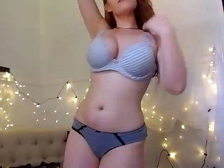 This curvy webcam charmer makes me want to be thrilled by their way