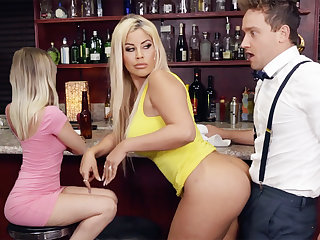 Hot MILF feel bartender's dick by means of the rag